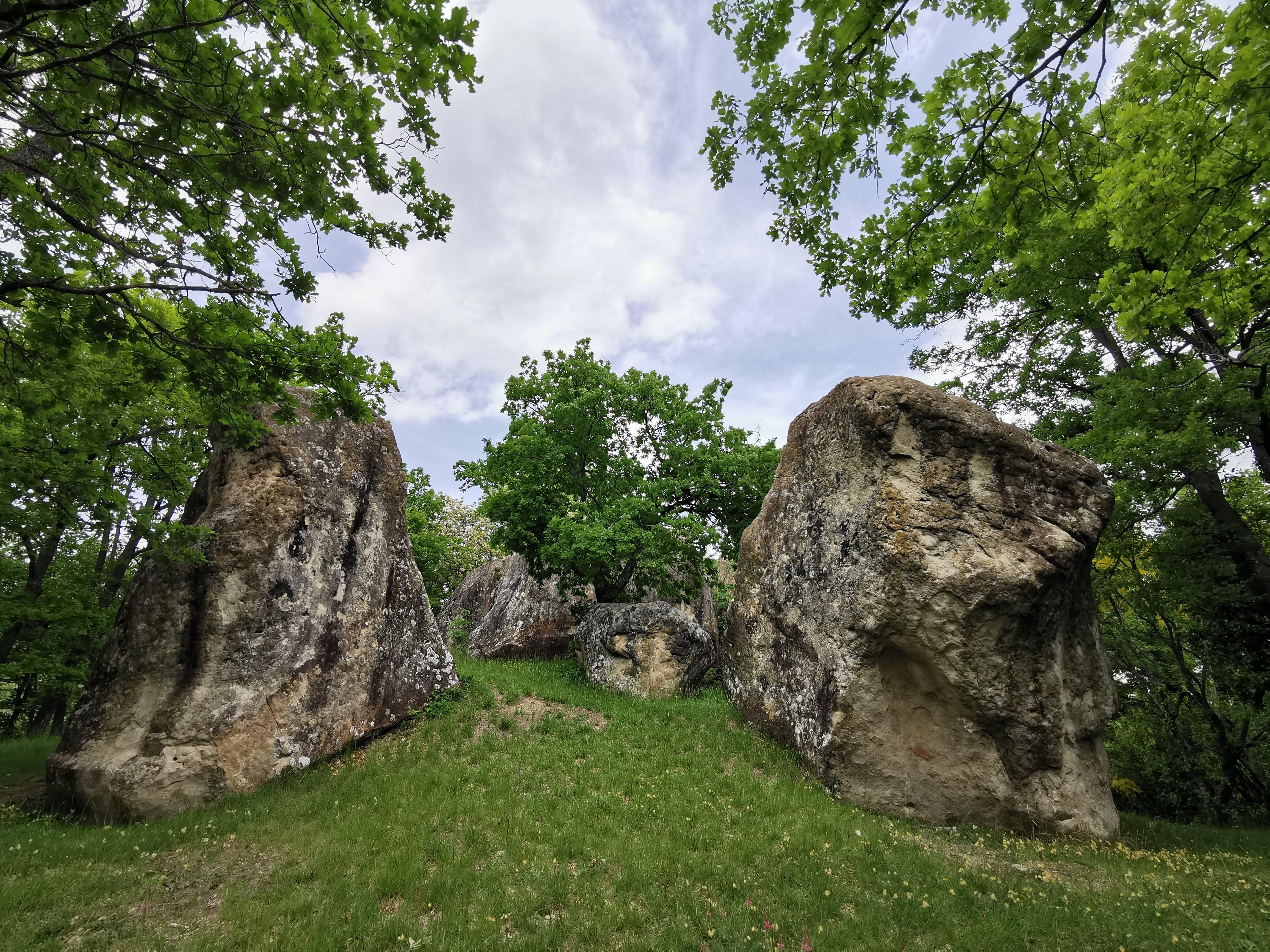 Labante escursione a sentiero delle tene e monoliti del Serretto