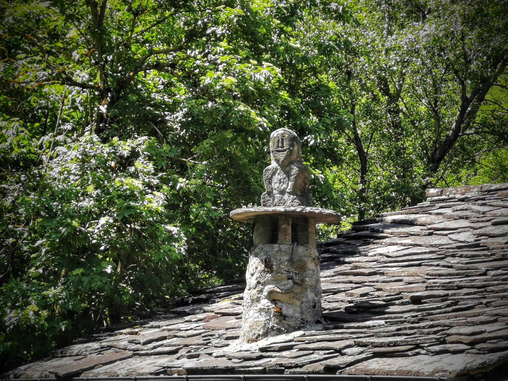 Camini con teste antropomorfe nella valle del Dardagna a Poggiolforato