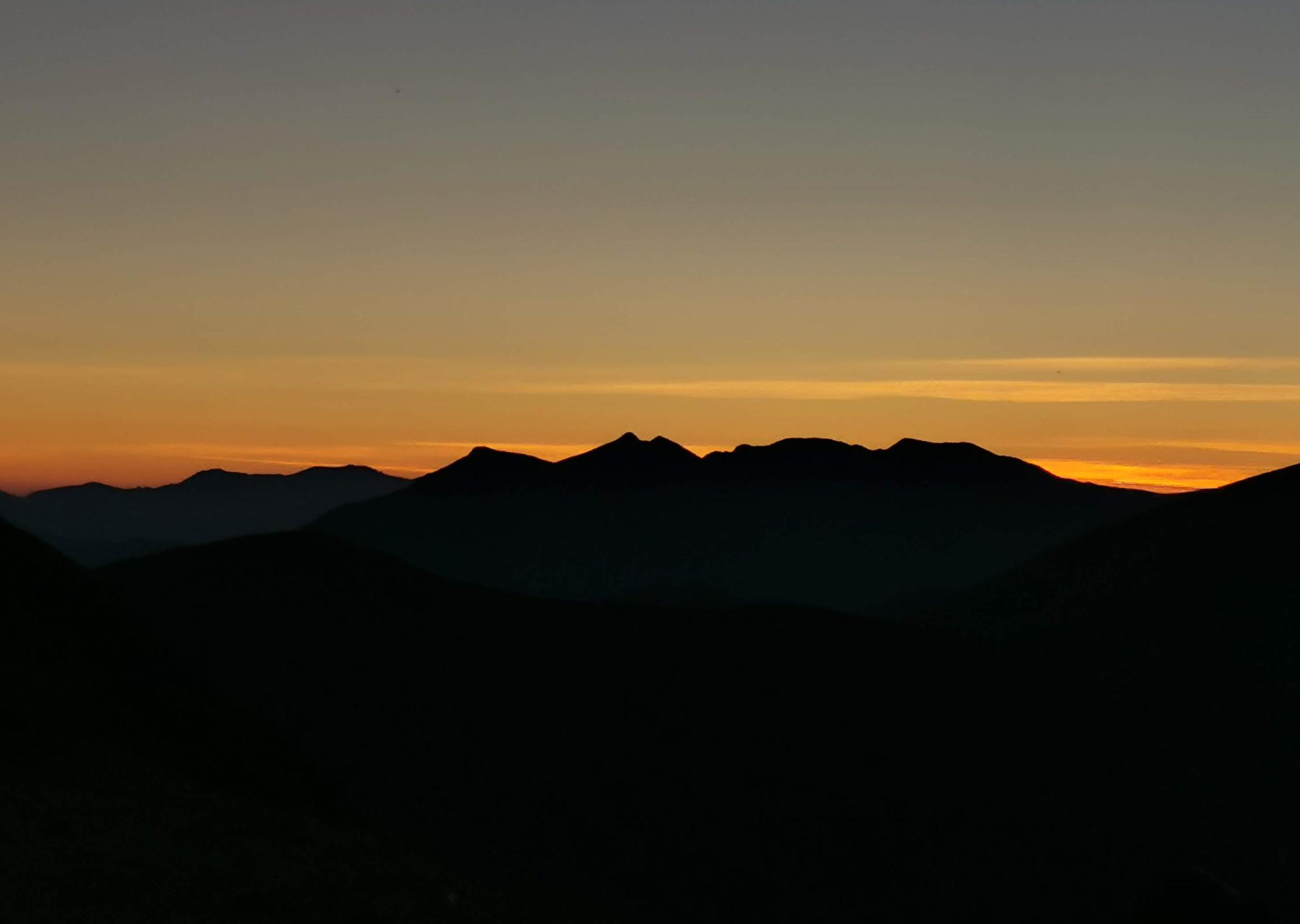 Monte Libro aperto al tramonto visto dal Lago Scaffaiolo