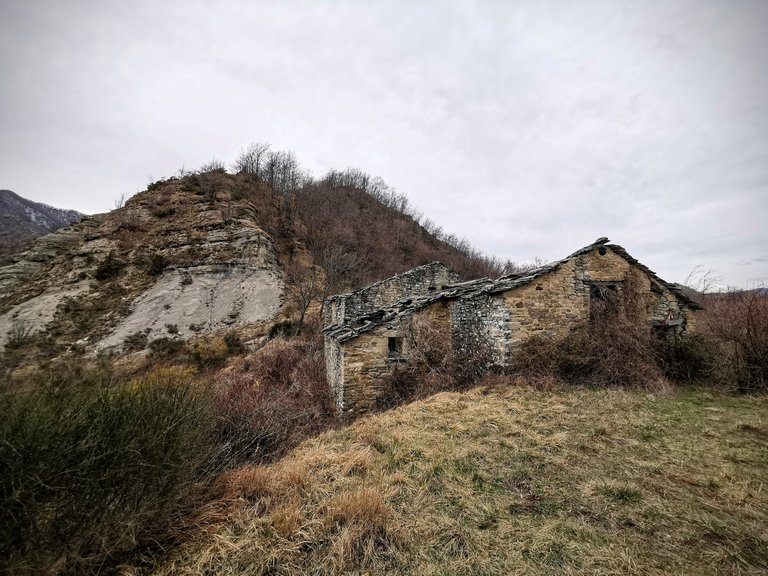Edifici abbandonati alto Mugello anello di Campanara