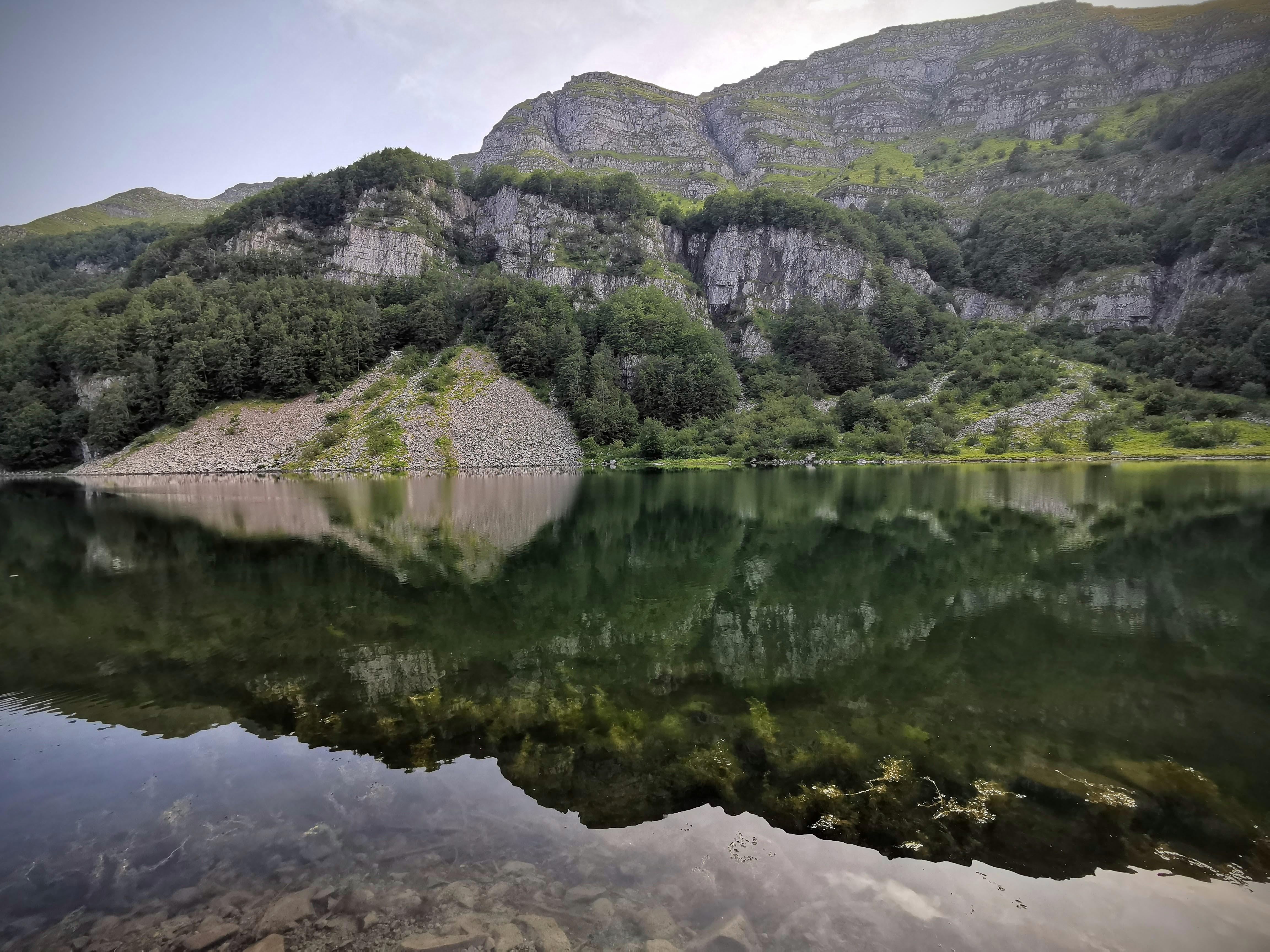 Riflessi del Monte Giovo sul lago Santo Modenese