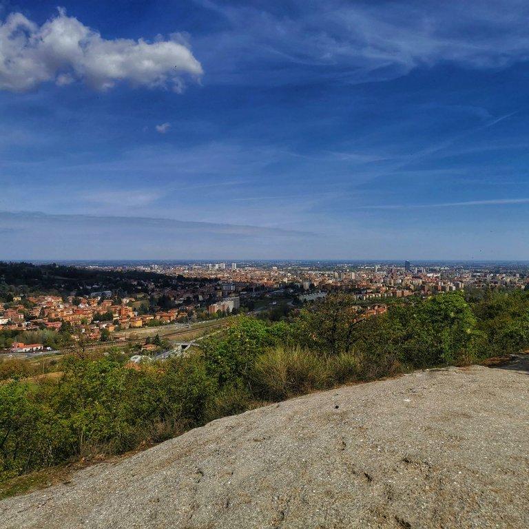 Altopiano di Miserazzano veduta dei gessi su Bologna